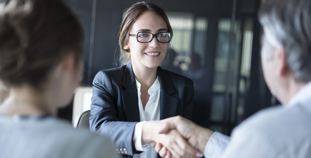 CORS-business-woman-shaking-hands